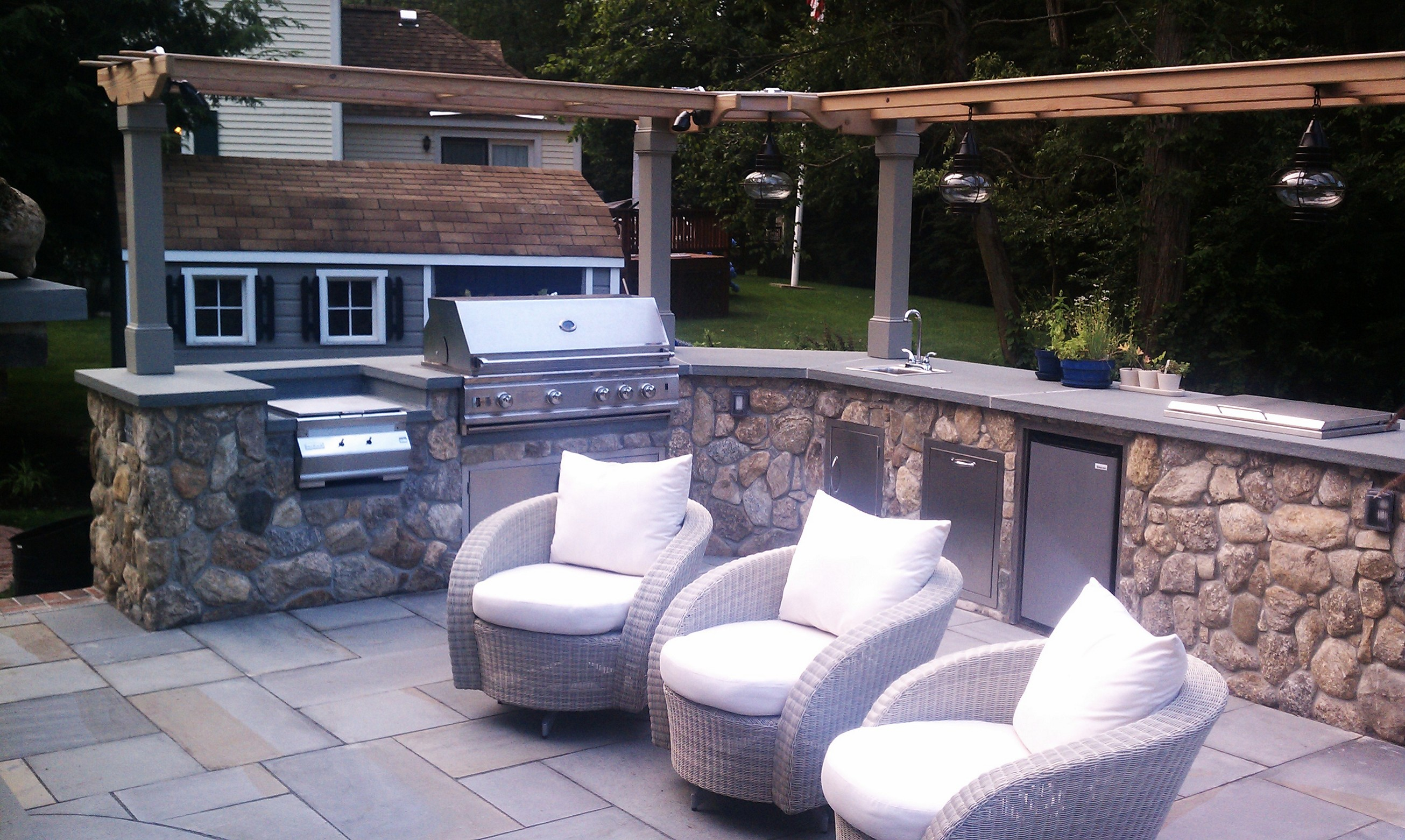 Wonderful Patio Design Featuring Modular Outdoor Kitchen With